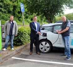 Kyllburg nimmt Ladesäule für Elektroautos in Betrieb